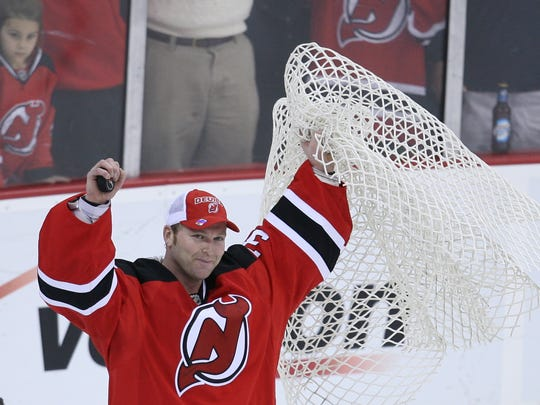 Martin Brodeur breaks the NHL's all-time victories