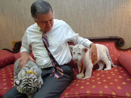 In this 2006 photo, Alexandria Mayor Ned Randolph is shown with two tiger cubs that visited his office. Randolph, a five-term mayor, died Tuesday in Alexandria at the age of 74.