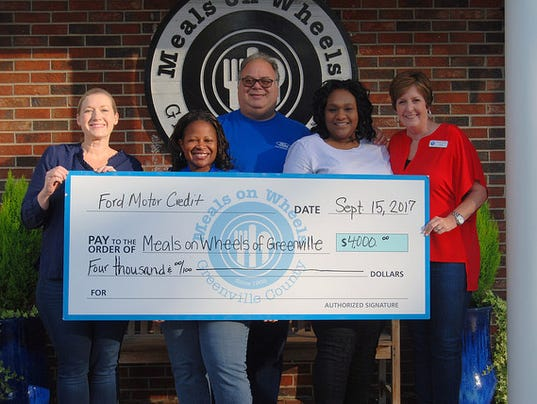 636413269098936071-Ford-Motor-Credit-presents-check-to-Meals-on-Wheels-of-Greenville.jpg
