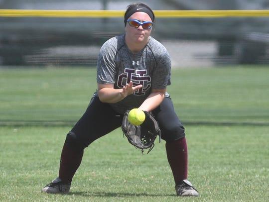 Hardin County's Madalynn Payne makes a bouncing catch