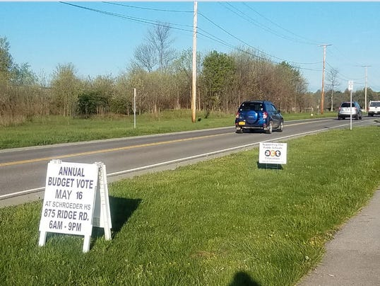 636585281304144293-Support-sign-at-Willink-20170510-002-.JPG