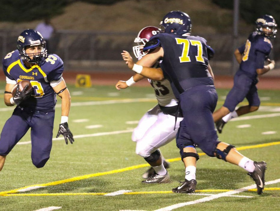 College of the Canyons offensive tackle E.J. DellaRipa (77) has signed with Vanderbilt to play in the 2015 season.