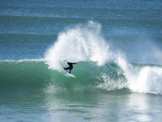 Kelly Slater free-surfing at last year's Corona Open