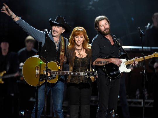 Kix Brooks, left, and Ronnie Dunn, right, of Brooks