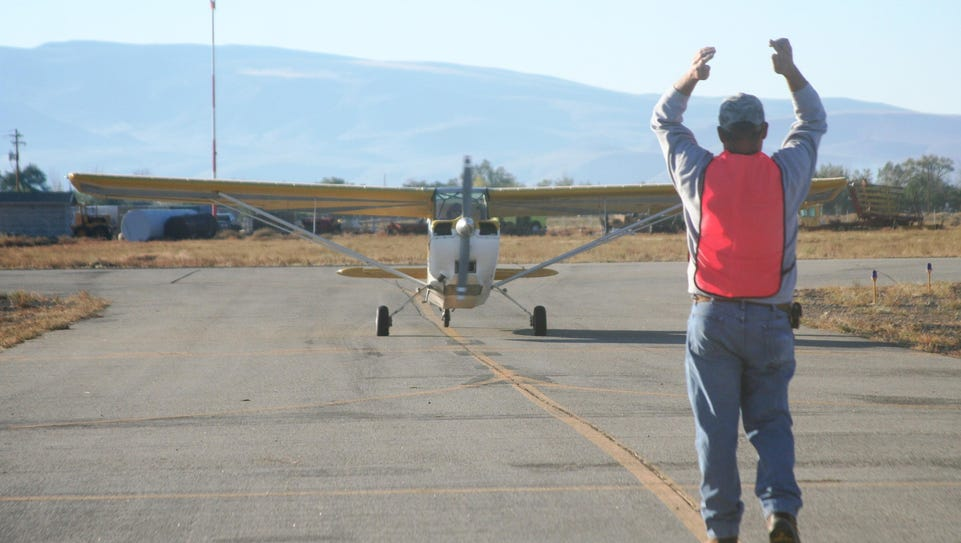 One of the staff at the 2015 Lyon County Fly-In guides