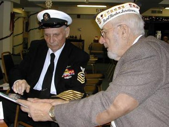 Will Lehner (right) shows fellow World War II veteran