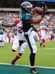 Philadelphia Eagles tight end Trey Burton makes a touchdown catch past Arizona Cardinals inside linebacker Deone Bucannon during the first quarter at Lincoln Financial Field.