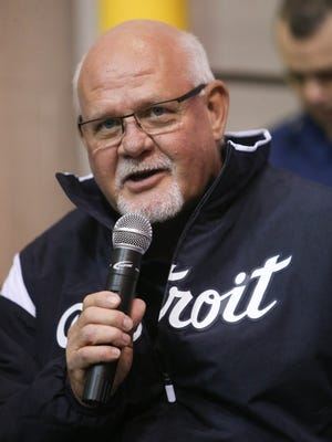 Detroit Tigers manager Ron Gardenhire talks to Coast Guard members during a stop at the Coast Guard Sector in Detroit on Thursday, Jan. 25, 2018.