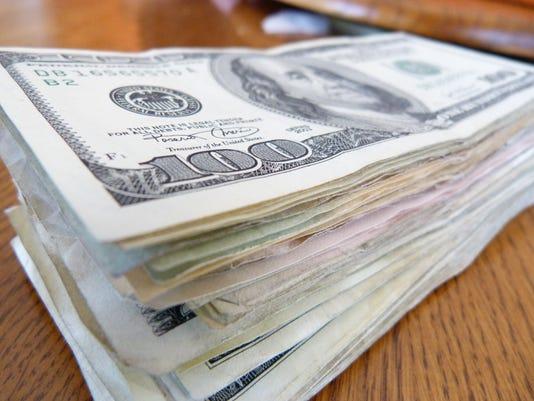 635630508273121279-money-2