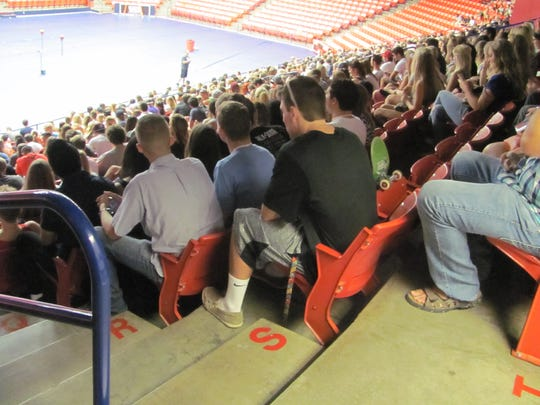 Incoming Dixie State students receive information from