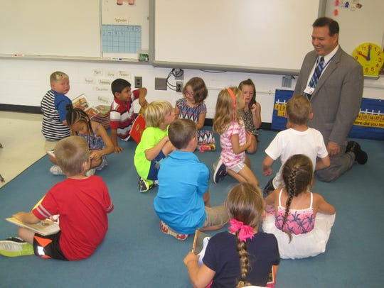 Horseheads Superintendent Thomas Douglas visits first-graders