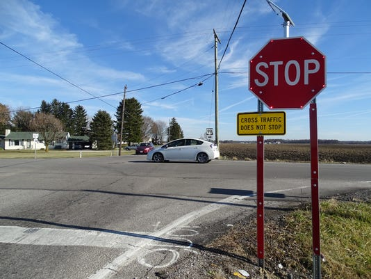 Ohio-98-and-Ohio-529-intersection-crashes-flashing-stop-signs.JPG