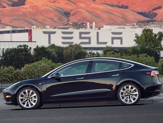 636457525551456701-AP-Earns-Tesla-NYBZ330.jpg