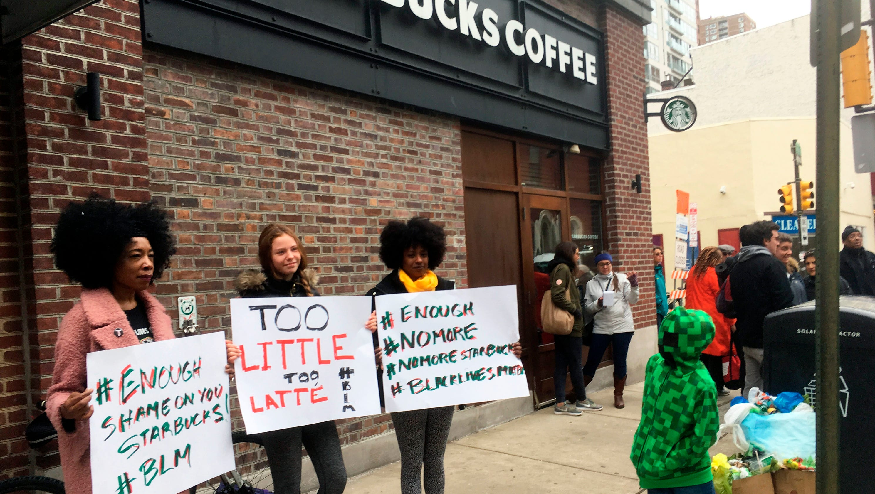 black single men in starbuck Starbucks issued an apology on twitter after starbucks employees called the police on two black men who were allegedly trespassing in a philadelphia store.
