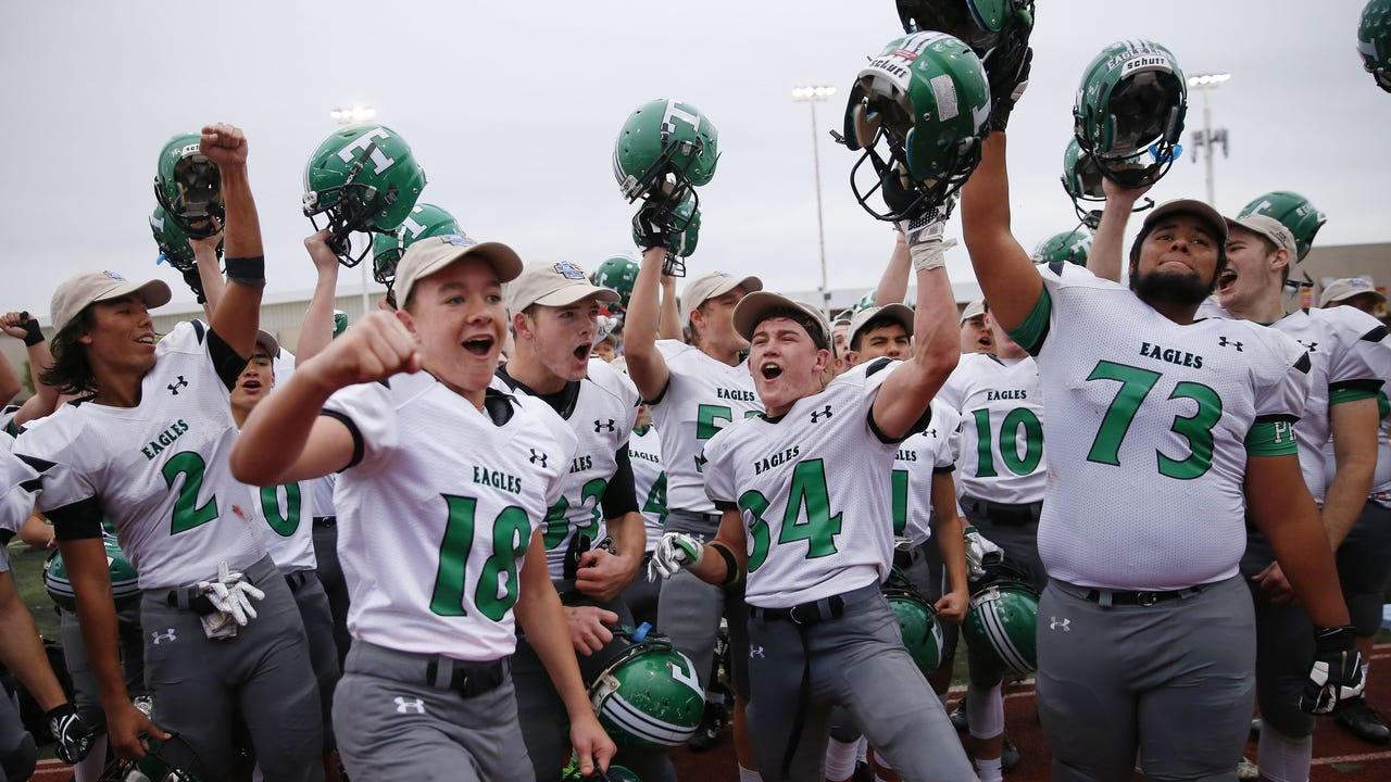 Alder's block helped Thatcher come from behind to beat Eagar Round Valley 33-28 in the Conference 2A state championship. (Nick Snow/azcentral sports)