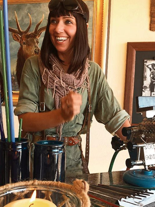 Summer Sarinova offers a live demonstration at Thunder Horse Gallery in Adobe Plaza on 200 Mechem Drive from 1:30 to 3:30 p.m. Saturday.