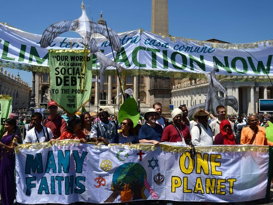 VATICAN-POPE-ANGELUS-CLIMATE-DEMONSTRATION