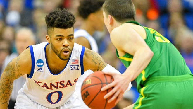 Kansasguard Frank Mason III, staring down Oregon's Payton Pritchard, averaged 20.8 points, 4.1 rebounds and 5.1 assists this season.