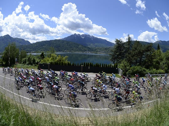 Cyclists pedal during the 17th stage of the Giro d' Italia cycling race from Sarnonico to Vittorio Veneto, Italy, Wednesday, May 28, 2014. (AP Photo/Fabio Ferrari)