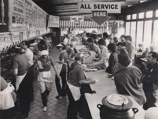 Don & Bob's at 2075 Monroe Ave. is hopping during lunch hour in this May 1982 photo.