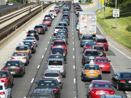 XXX U.S. SKIES AND ROADS BUSY AHEAD OF MEMORIAL DAY WEEKEND_80042878_4844.JPG A LIF USA IL