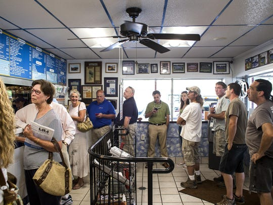 Specializing in American fare and Greek basics, Hot Dog World has been serving customers in Hendersonville since the 1980s.