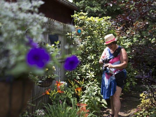 LP garden walk A 071215 Metro