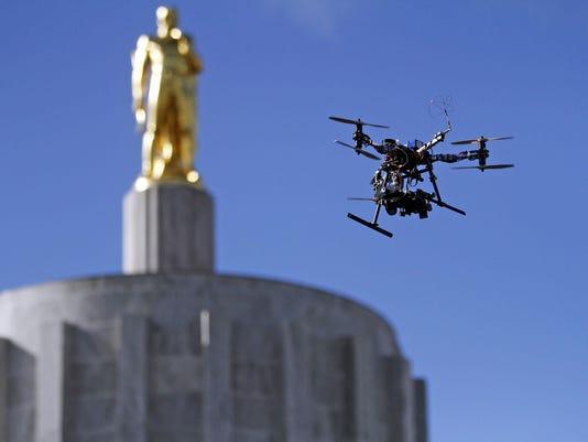 SAL0321-Lege Drones
