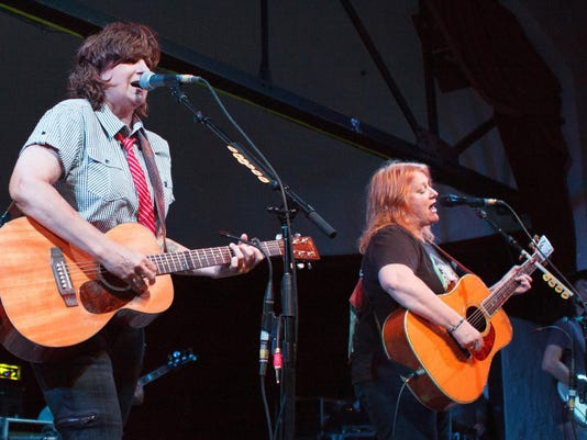 Long-lasting folk rock duo Indigo Girls still keeps it fresh