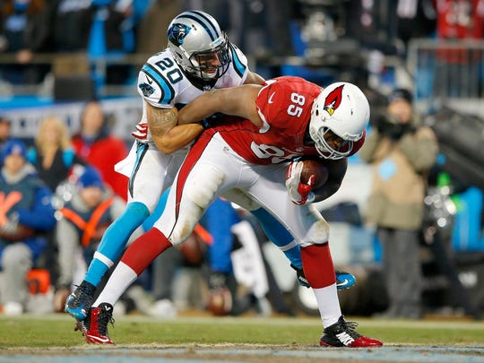 CHARLOTTE, NC - JANUARY 24: Darren Fells #85 of the Arizona Cardinals runs with the ball for a touchdown as Kurt Coleman #20 of the Carolina Panthers attempts to tackle him in the fourth quarter during the NFC Championship Game at Bank of America Stadium on January 24, 2016 in Charlotte, North Carolina. (Photo by Kevin C. Cox/Getty Images)