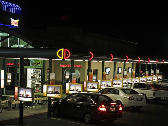 KEIZER SONIC AT NIGHT