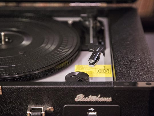 Electrohome Archer Briefcase portable turntable.