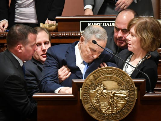 Minnesota Gov. Mark Dayton faints near end of his annual statewide address