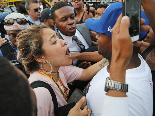 Chicago officers, crowd clash after fatal police shooting