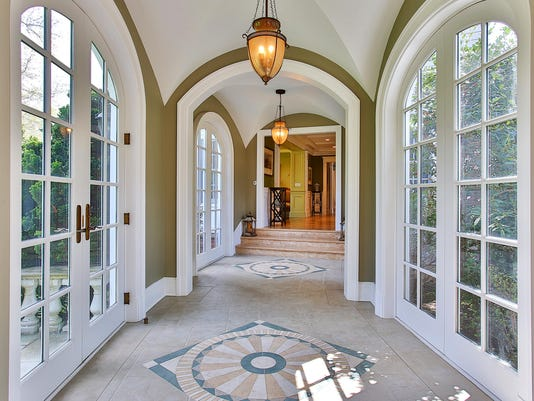 27 Bellevue Avenue archways of breezeway.jpg