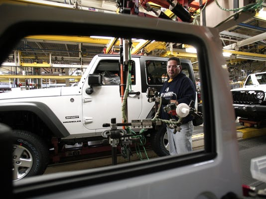 FILE: Chrysler Reports $690 Million Loss in First Quarter