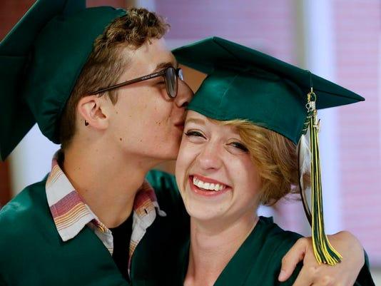 -CMR Graduation 1.jpg_20140531.jpg