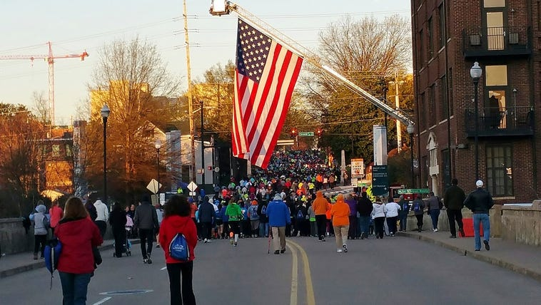 The 2015 Covenant Health Knoxville 5K crowd leaves