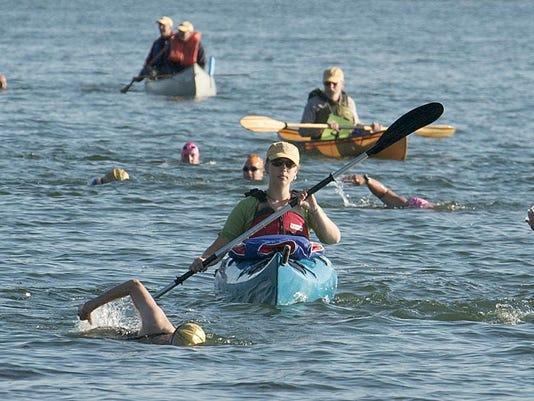 20060812_Women_Swimmin'_bw