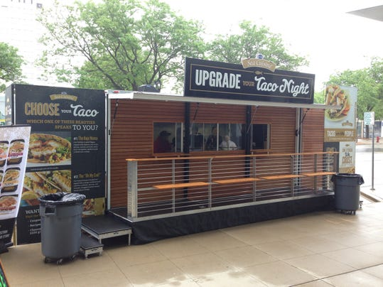 Sea cuisine mobile taco bar rolls in to nashville for Food truck bar