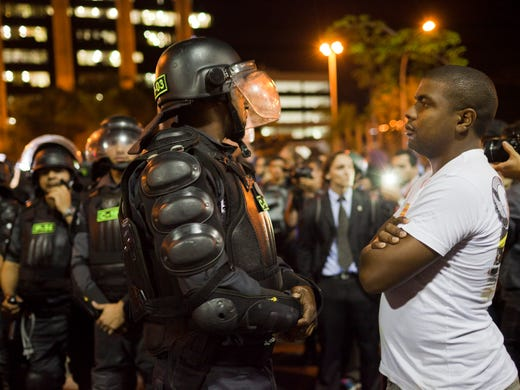 Some Brazilians Choose Protests Over World Cup-4905