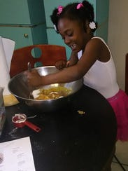 Christa Bumpers' 5-year-old daughter, Amanda bakes