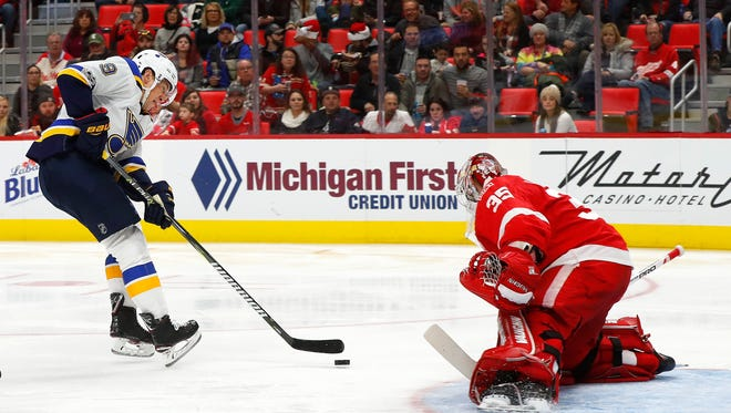 St. Louis Blues right wing Scottie Upshall scores on Detroit Red Wings goalie Jimmy Howard in the second period Saturday at Little Caesars Arena.