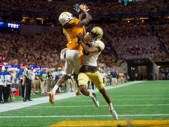 Tennessee wide receiver Marquez Callaway (1) makes