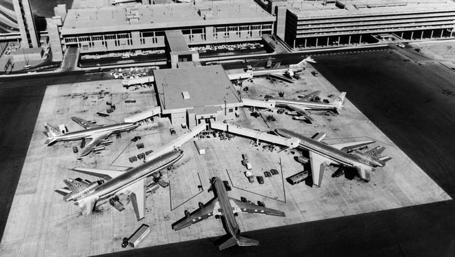Terminal 3 in operations, December of 1979.