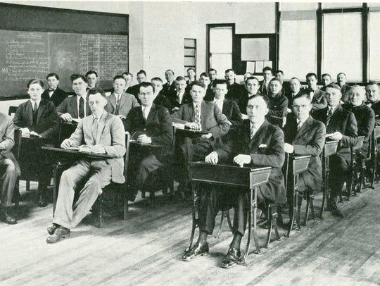 Kohler Co. Americanization class in 1926.