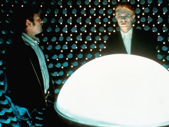 Rip Torn (left) and David Bowie in THE MAN WHO FELL