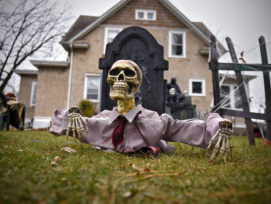 635817313966868036-Haunted-house-1