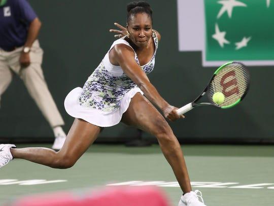 Venus Williams plays her sister Serana Williams at