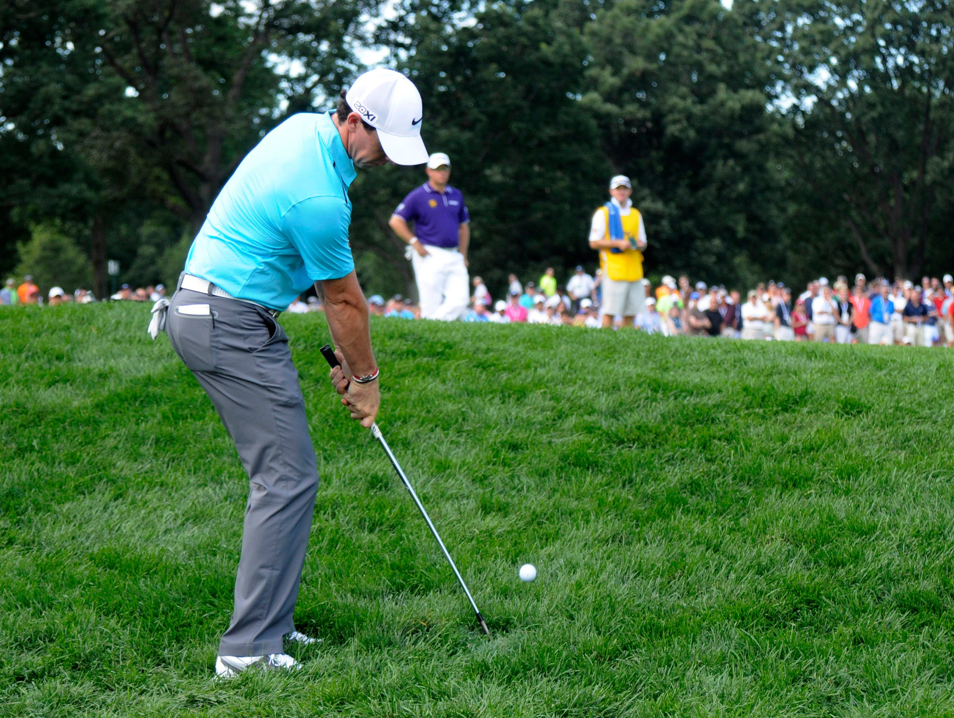 Rory McIlroy chips from the rough on No. 5 on his way to a triple-bogey 7.